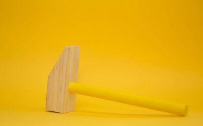 Wie du deine Probleme wegklopfst und warum du dafür keinen Hammer brauchst – Alles was du über Klopfakupressur wissen musst