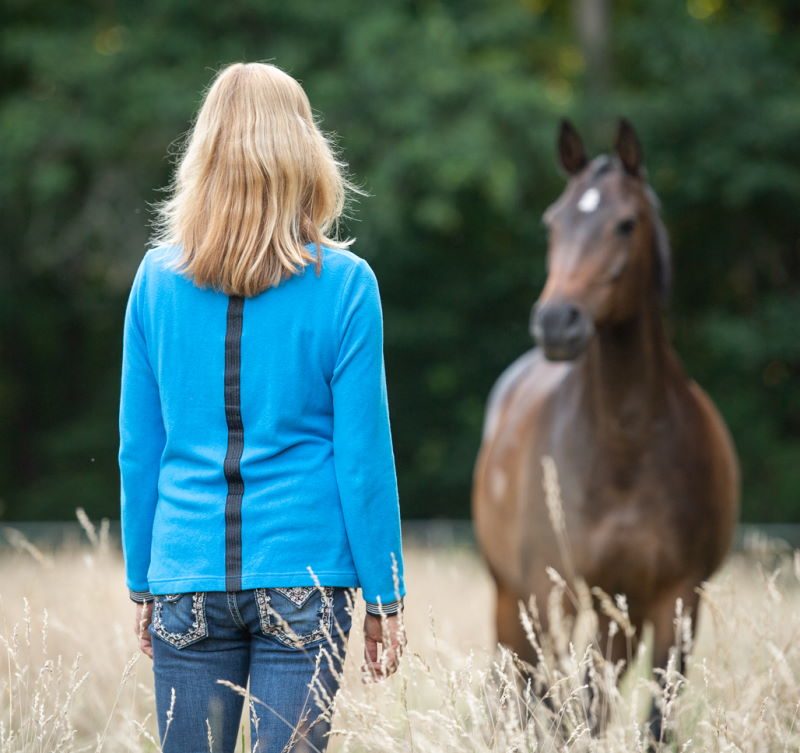 Beziehungsaufbau Mensch-Tier | Petra Graak und ihr Pferd schauen sich an