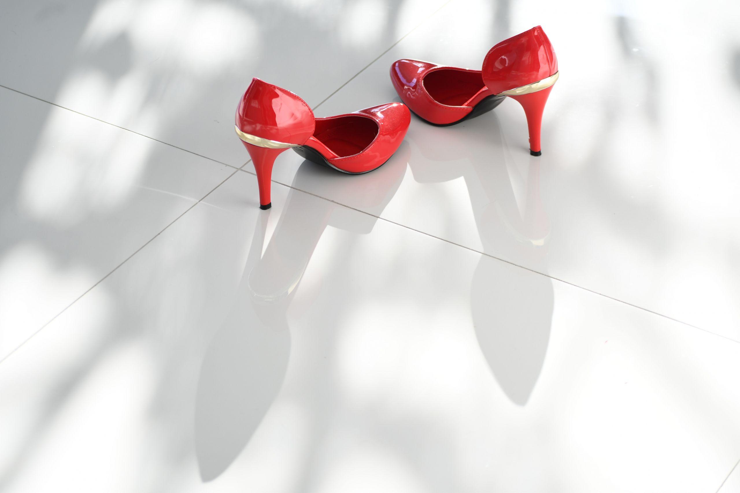 Rote High Heels als Symbol für Tangotanz